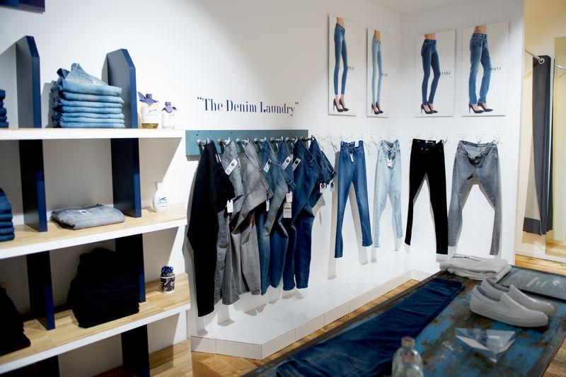 Denham flagship store Leeds (6)