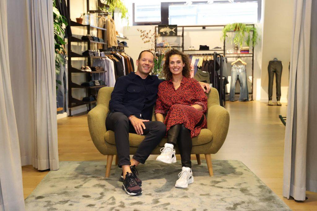 Rogier en Janneke van de Meent in hun winkel.